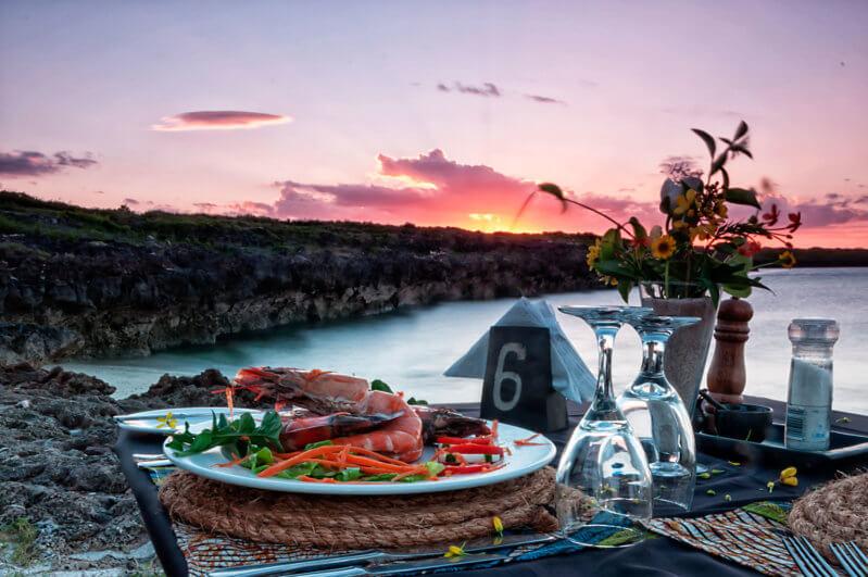 Nuarro Nuno's photo beach dinner