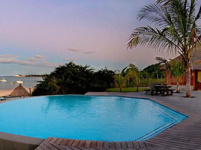 Vila do Paraiso swimming pool
