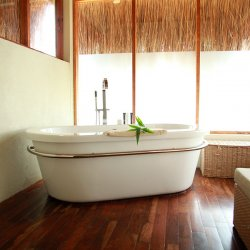 dugong beach lodge bathroom