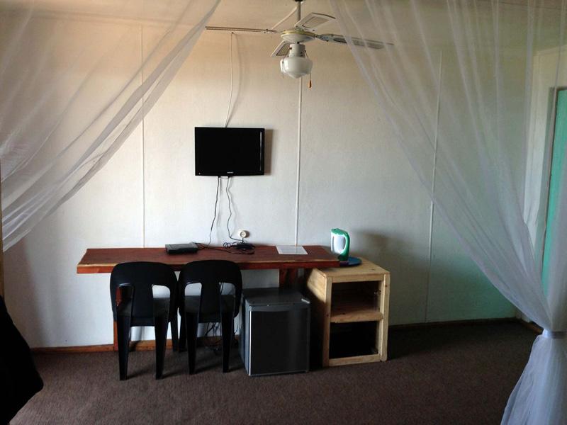 Paraiso-do-Ouro-Resort-Desk