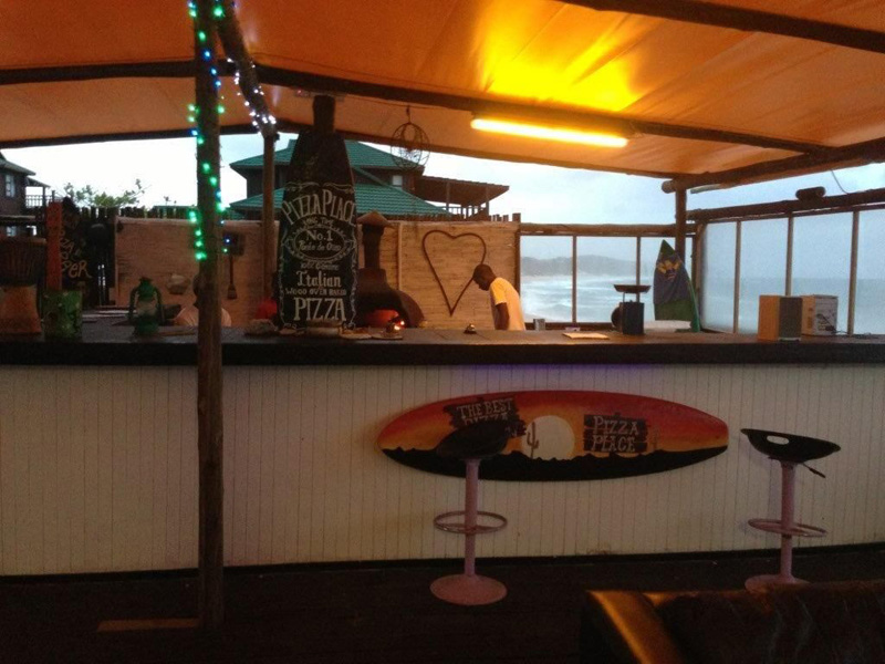 Paraiso do Ouro Resort pizza place