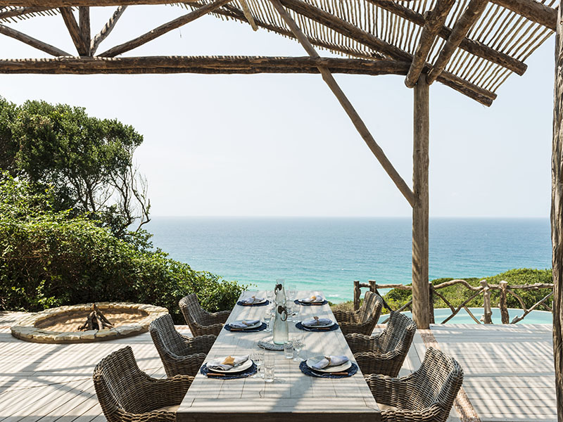 Colina Verde Main deck set table by day with sea view