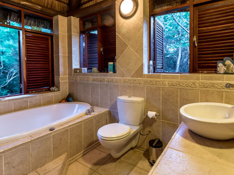 nahyeeni lodge bathroom