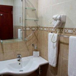 Hotel Milenio bathroom