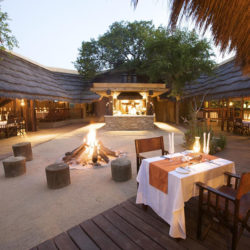 Kapama-River-Lodge-outdoor-dinner